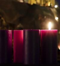 obredno-obiljezavanje-pocetka-dosasca-i-paljenje-adventske-svijece-ispred-katedrale