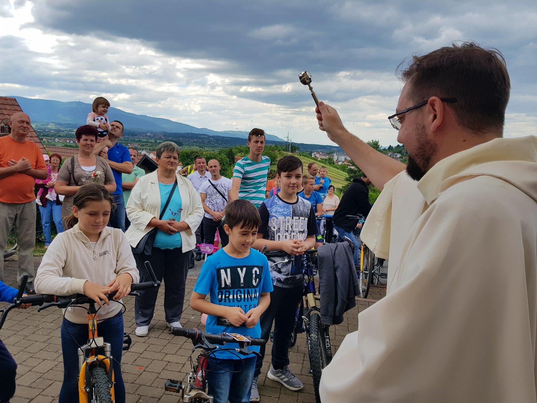 Proslavljeno Antunovo i blagoslovljeni bicikli u Grabrovcu3