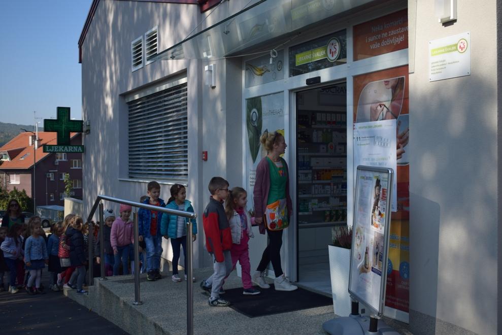 Djeca iz vrtića u Ljekarni Švaljek1