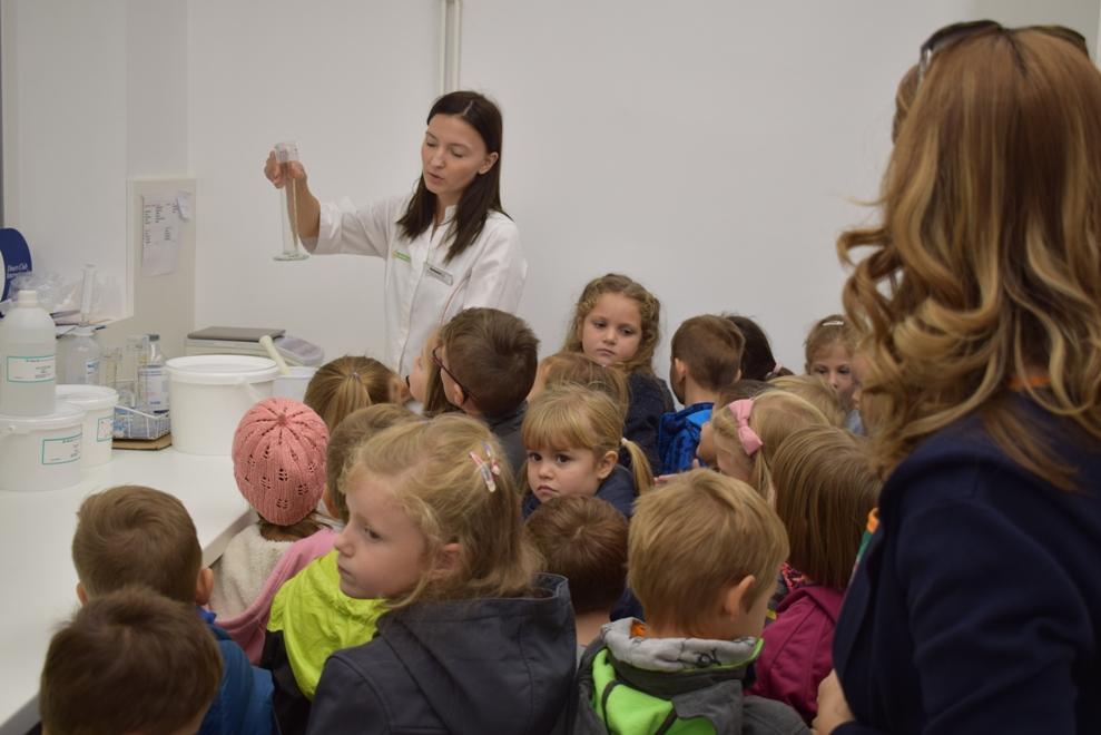 Djeca iz vrtića u Ljekarni Švaljek8