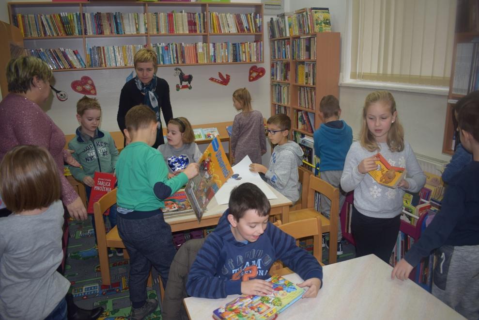 Učenici PŠ Laz posjetili knjižnicu1