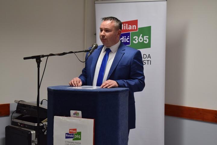Milan Bandić na osnivanju podružnice stranke u Bedekovčini1